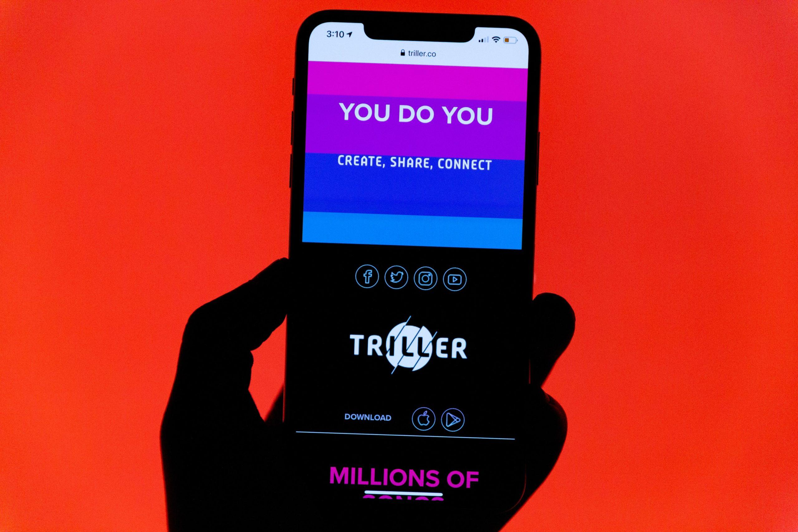 Triller logo phone